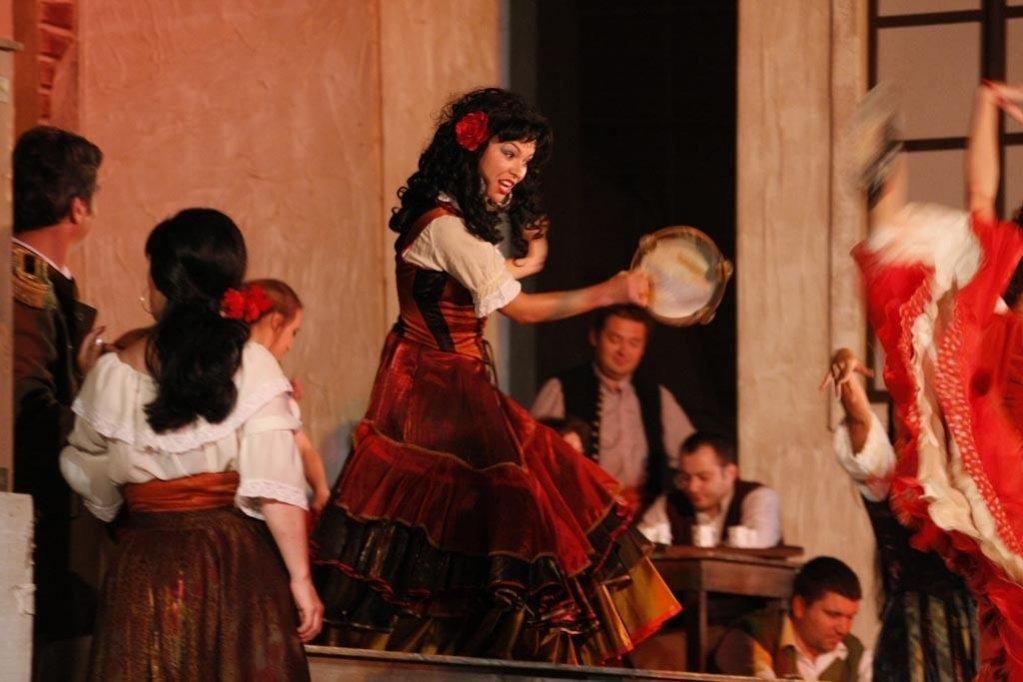 Герои оперы обрисованы сочно, темпераментно, во всей психологической сложности характеров