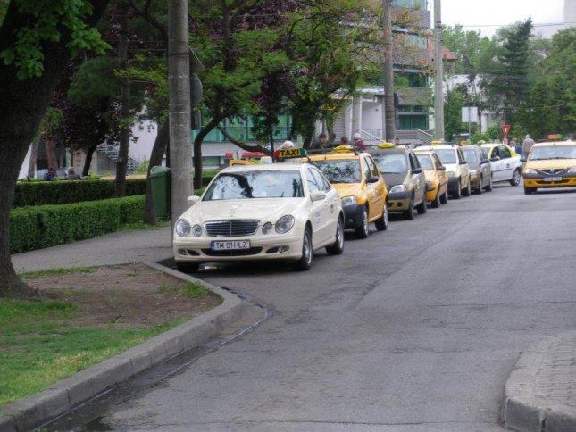 Statie taxi - Piata 700