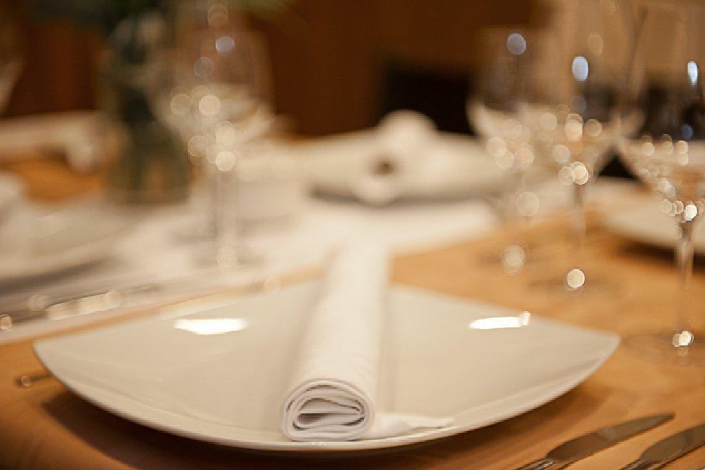 Meniul zilei la Restaurant Check Inn pentru 11-15 iunie 2012