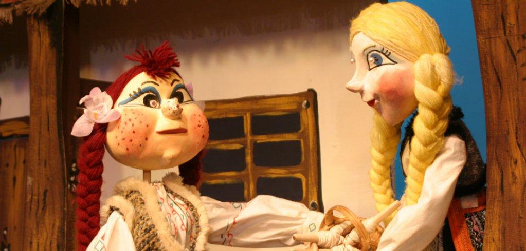 Fata babei si fata mosneagului - teatru de papusi