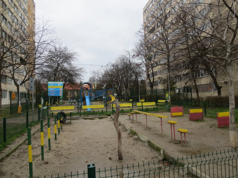 Loc de joaca - Calea Torontalului