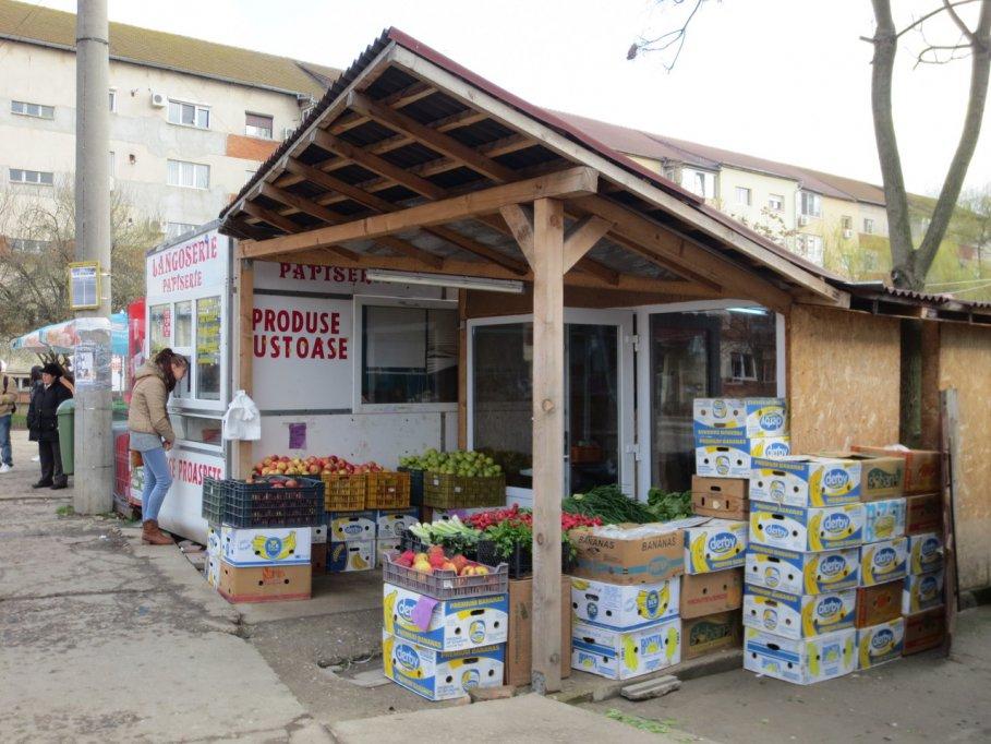 Minimarket - str. Sfintii Apostoli Petru si pavel colt cu Calea Sever Bocu