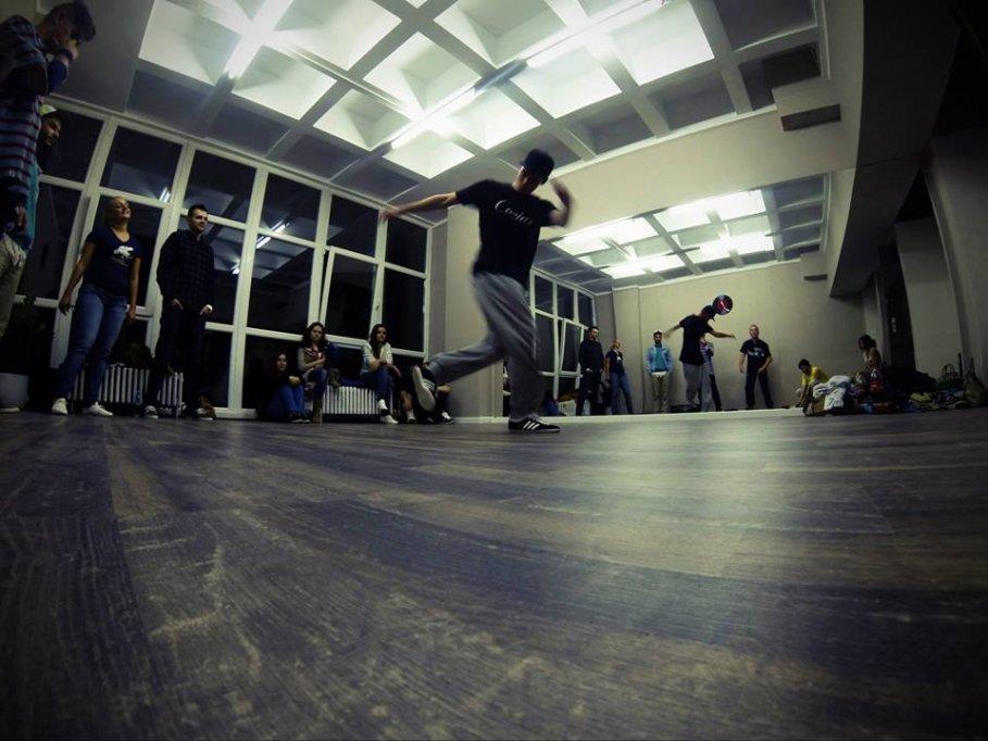 Inchiriez sala de dans / aerobic moderna in Timisoara