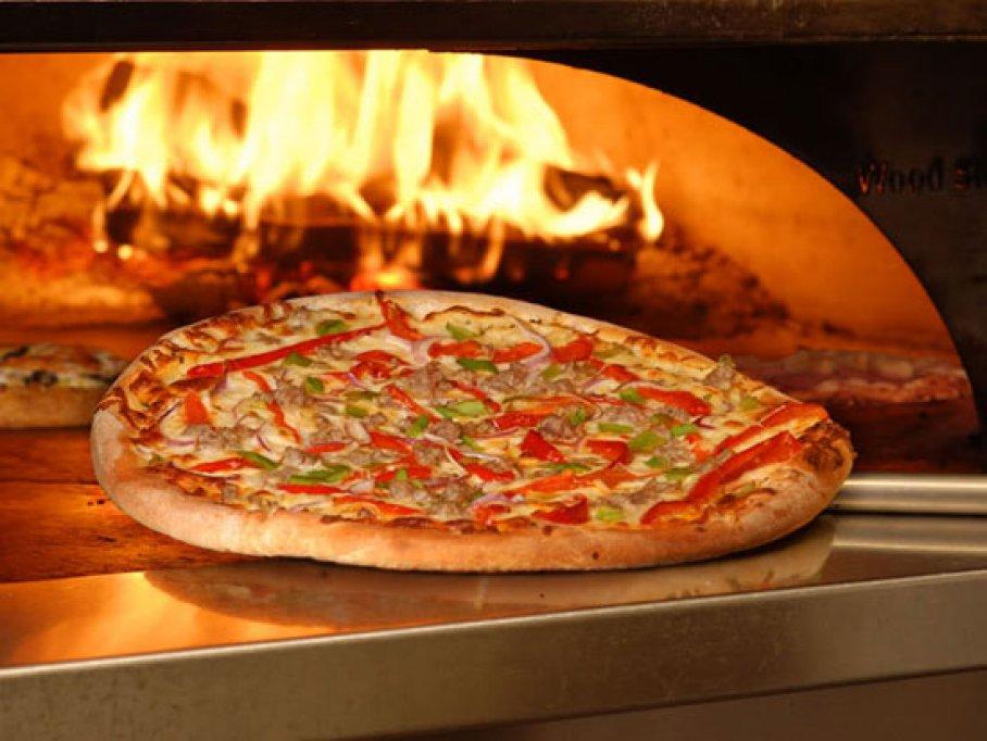 Pizza pe cuptor cu lemne in Timisoara