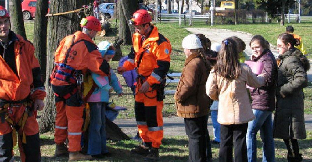 Demonstratii interactive si dresuri de caini, de Ziua Protectiei Civile