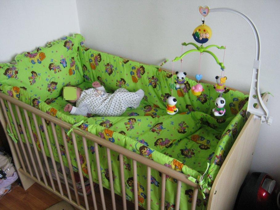 Patut bebe + saltea cocos + lenjerii si protectii laterale