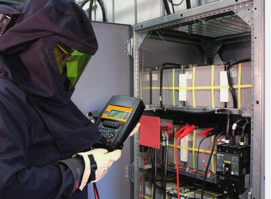 Sisteme de electroalimentare profesionale de la Helinick – Fara intreruperi de energie sau fluctuatii de tensiune