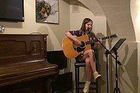 Seara de chitara si voce cu Daniela Preda