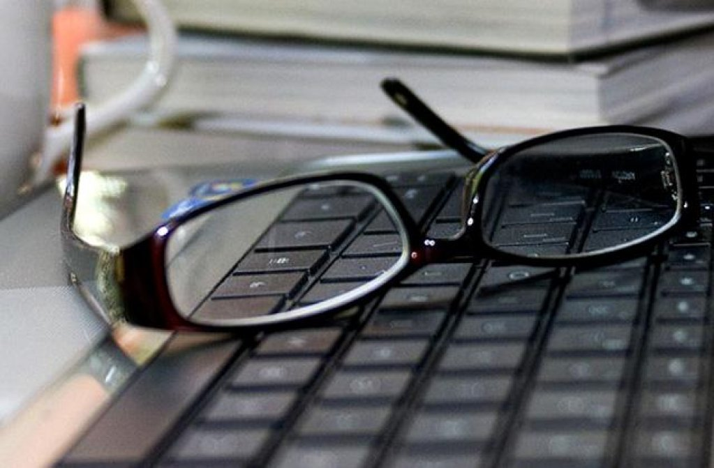 Ochelari cu lentile de protectie pentru monitor