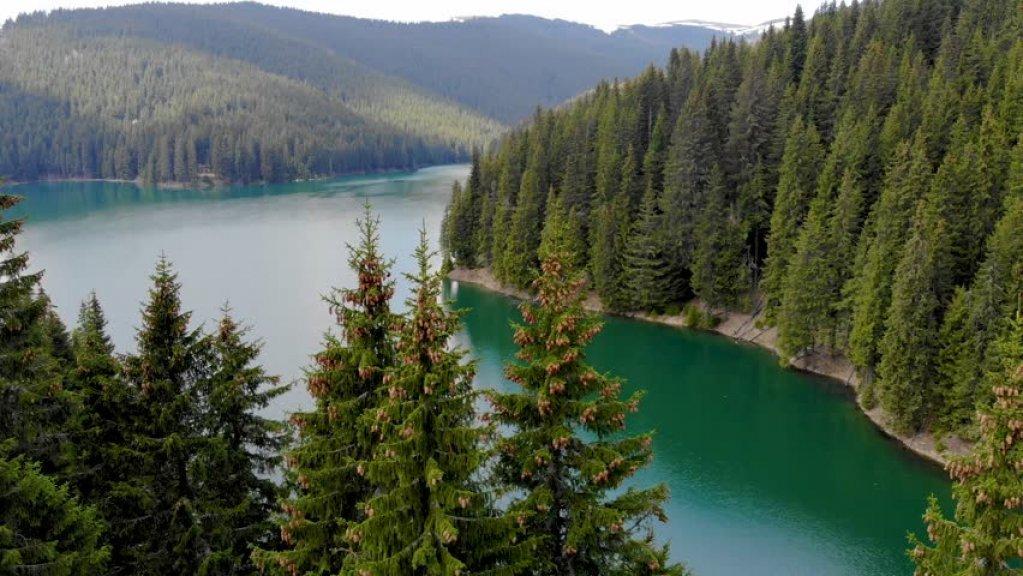 Lacul Izvorul Muntelui – Bicaz, alegerea perfectă pentru un weekend minunat