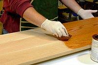 Afla care sunt etapele unei lacuiri perfecte a lemnului si cum sa alegi cel mai bun lac pentru lemn
