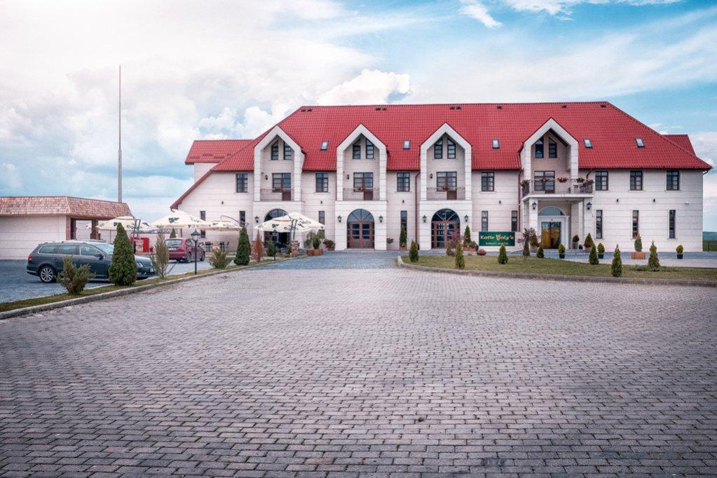 FRONTIER HOTEL, un loc super interesant la granița dintre Est și Vest