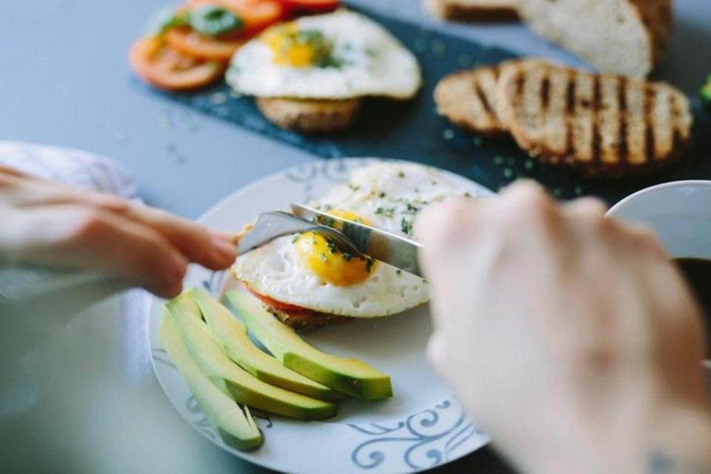 """5 moduri de a-ți """"păcăli"""" pofta de mâncare"""