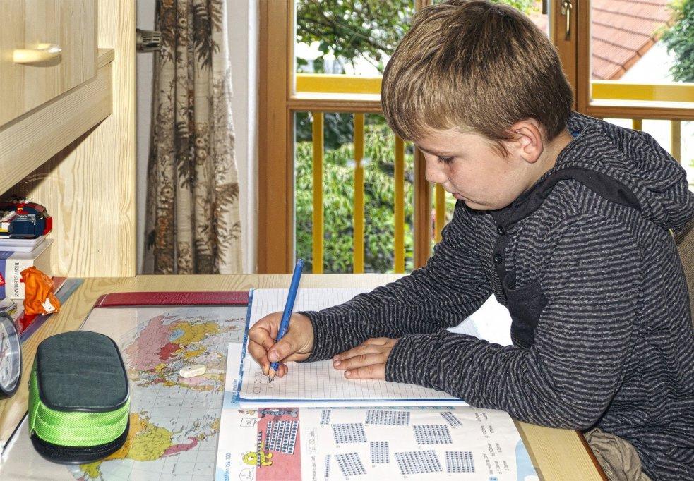 Cum să organizezi biroul copilului