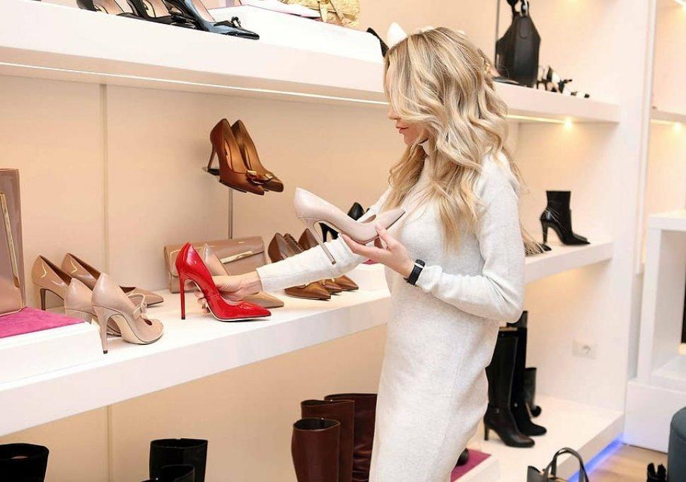 Cum porți corect o pereche de pantofi roșii?