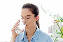 Hidratarea pe timp de vară: Câtă apă trebuie să consumăm zilnic?