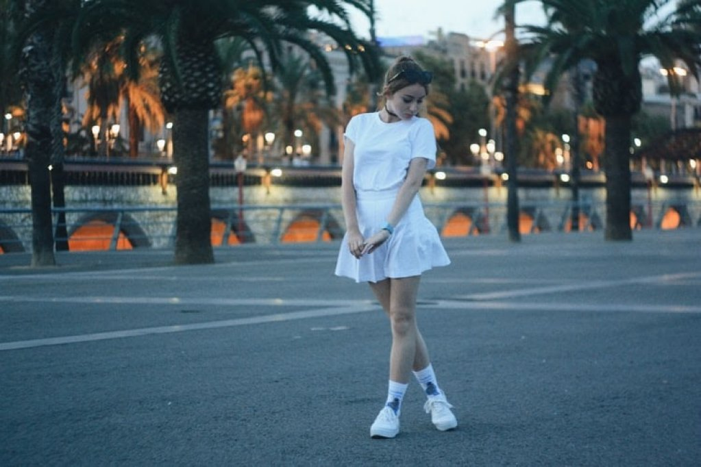 5 outfituri all white din care te poți inspira