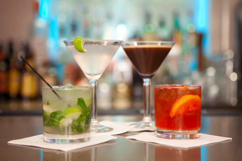 10 cocktailuri cu sampanie pe care le prepari in mai putin de 10 minute!