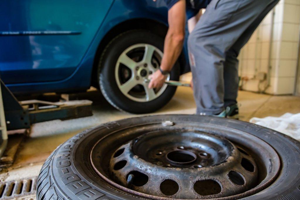 Cum îţi dai seama care sunt anvelopele potrivite pentru maşina ta?