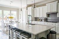 Transformi bucătăria închisă într-una open space? Trebuie să faci, obligatoriu, 3 lucruri!