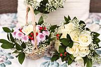 De Crăciun, dăruiește cele mai frumoase coșuri cu flori de la o florărie online!