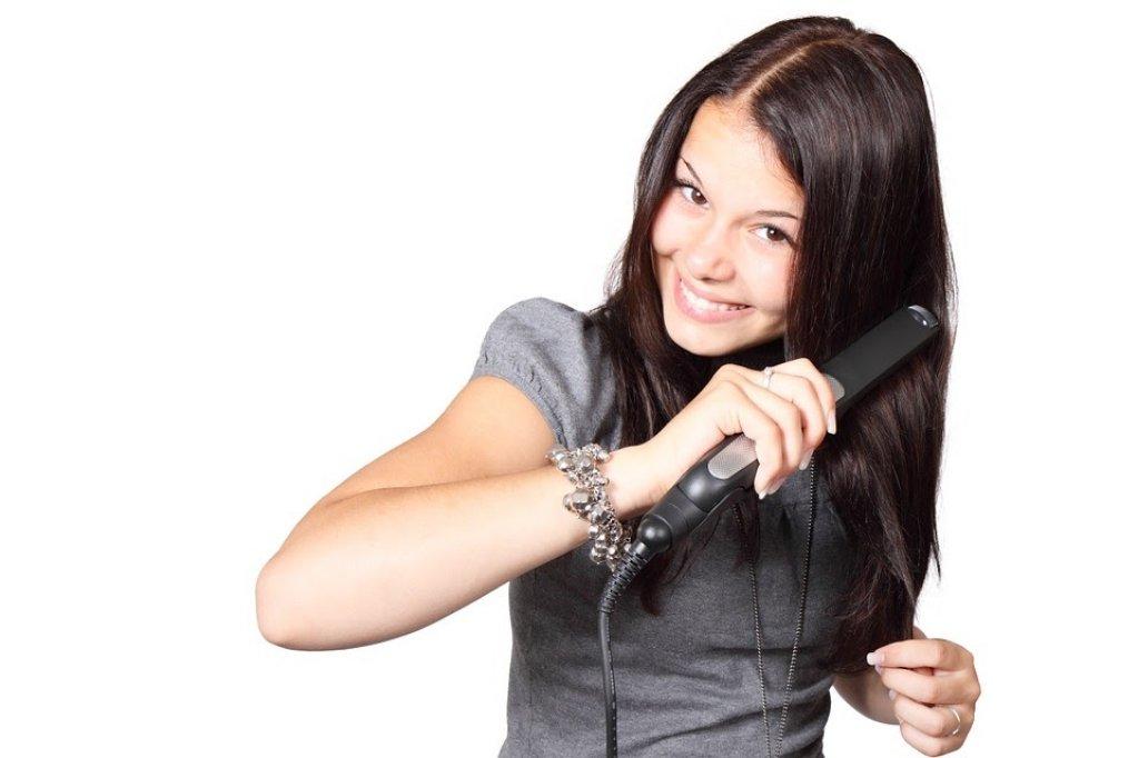 Cum îţi poţi alege corect placa de păr astfel încât să nu afecteze sănătatea acestuia