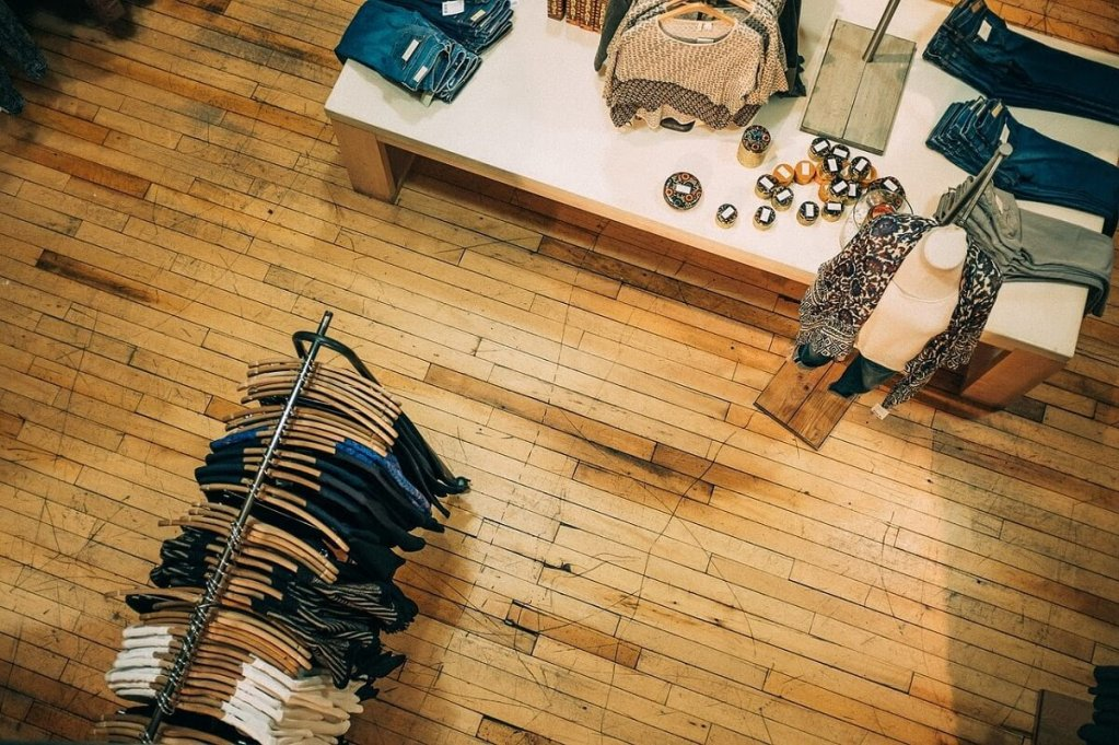 TOP 3 tipuri de magazine în care poți găsi articole de designer la prețuri atractive