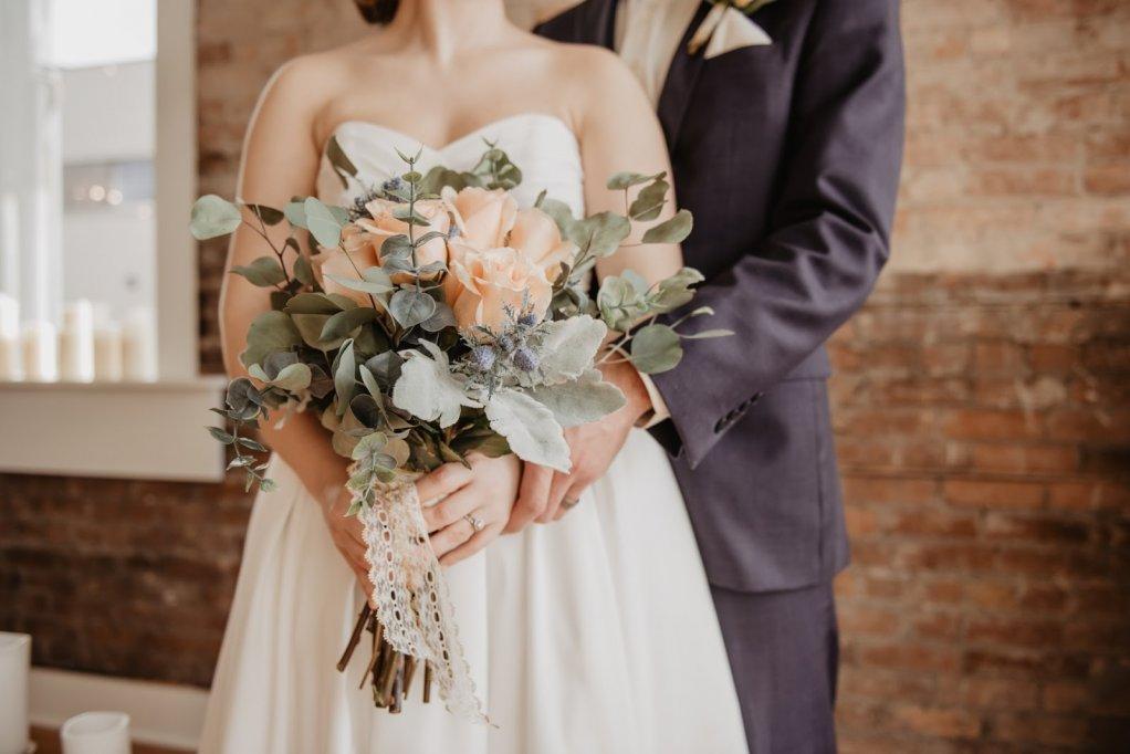 Cadouri pentru tineri căsătoriți: 5 idei deosebite