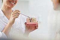 Pot înlocui implanturile dentare dinții naturali?