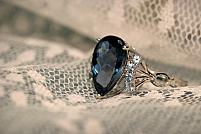 Cum întreții bijuteriile din safir