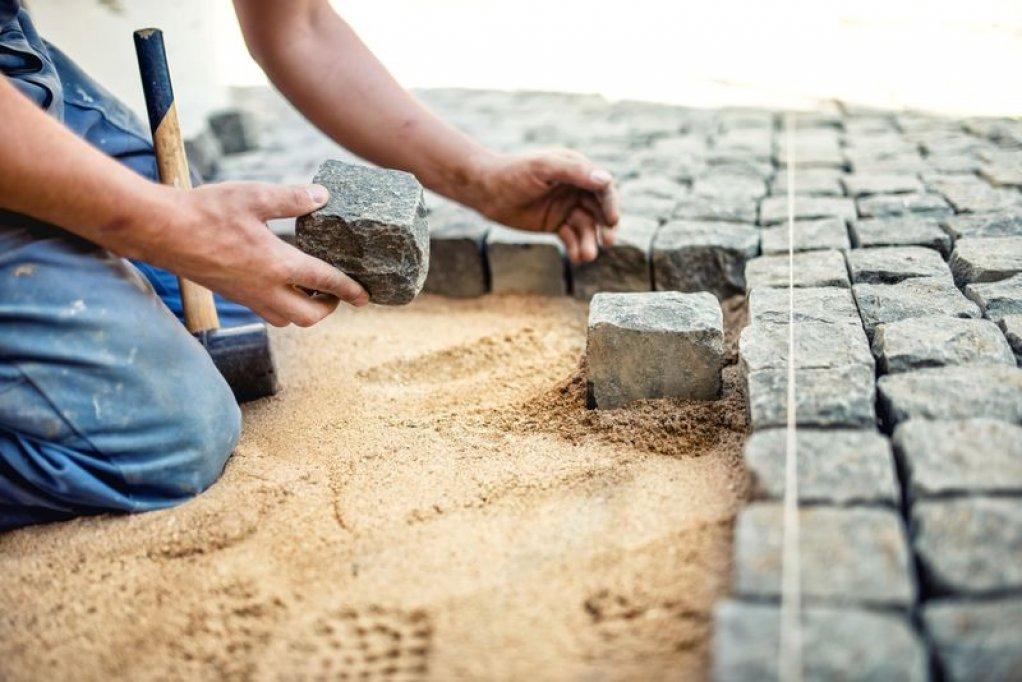 Ce trebuie sa stii despre firma de constructii care iti monteaza pavajul