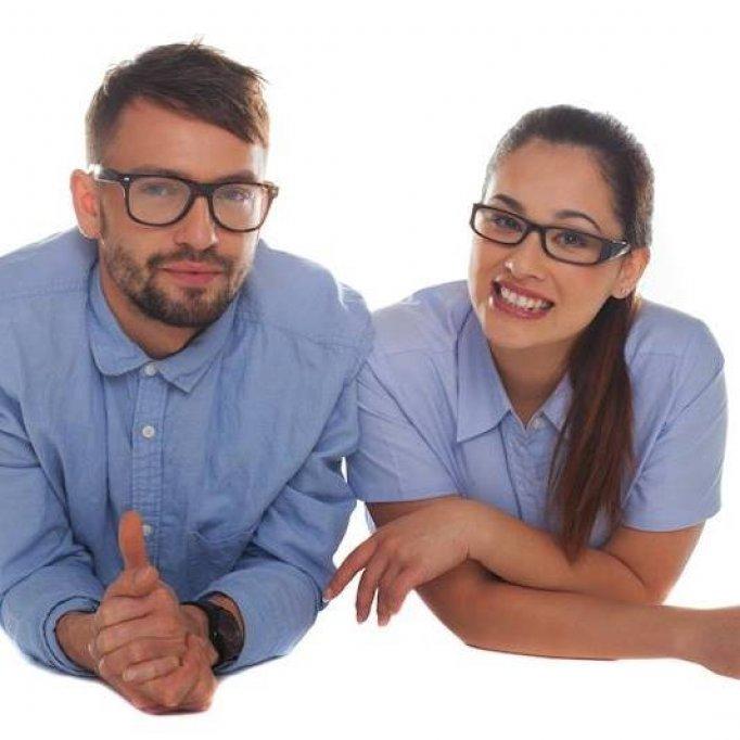 Aradenii pot proba rame de ochelari dupa chipul si asemanarea lor