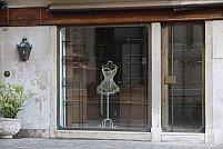 Vitrine de magazin de la SecuritInternational.ro – cheia catre sufletul magazinului tau