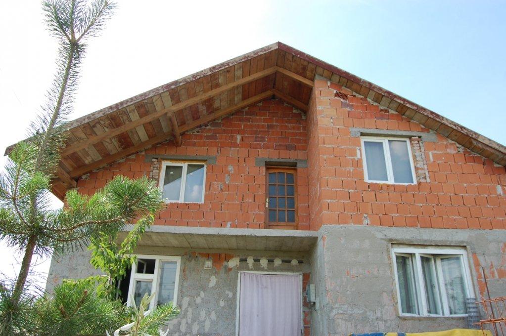 Vand Casa Noua cu 7 camere din caramida parter cu mansarda
