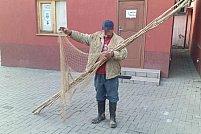 Depistat de jandarmii aradeni in timp ce pescuia cu unelte interzise