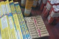 560 pachete cu țigări netimbrate și 5.226 bucăți petarde, au fost confiscate