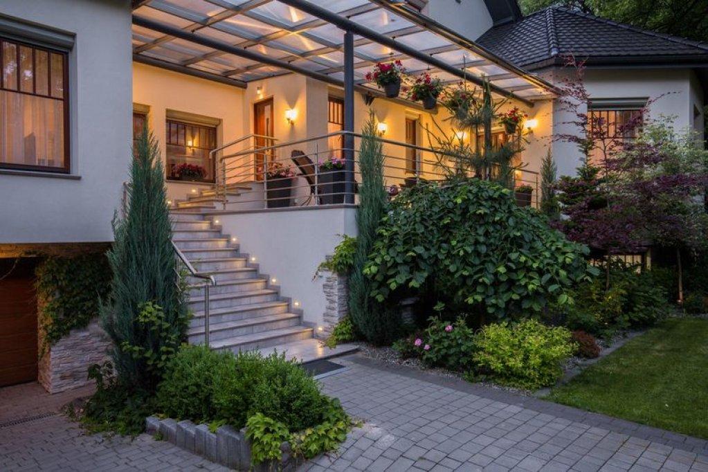 Cumpararea unei case la cheie cu servicii de landscaping pentru pavaje cu efect wow
