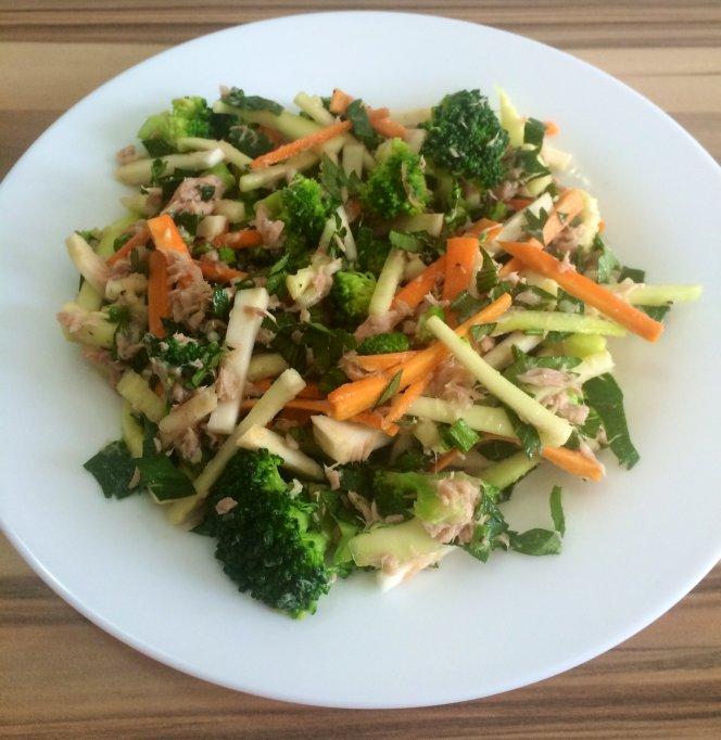 Salata de broccoli cu ton