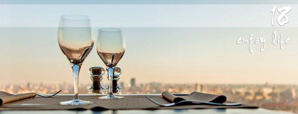Restaurant 18 Lounge