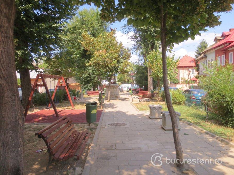 Loc de joaca - strada Verzisori