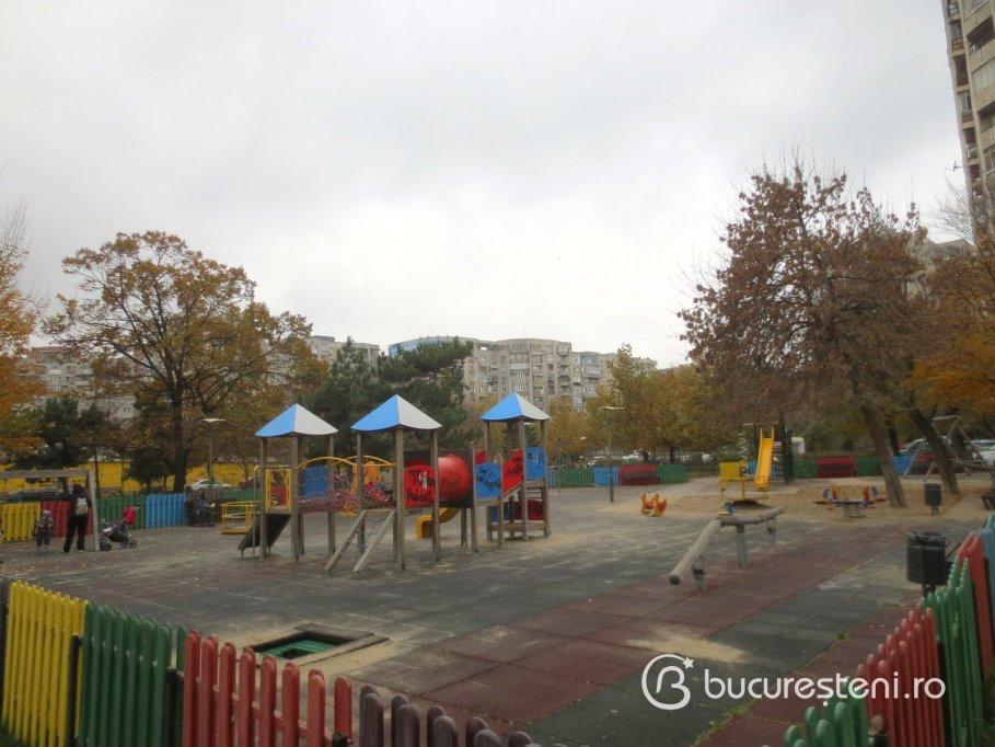 Loc de joaca - Parcul 9 Mai