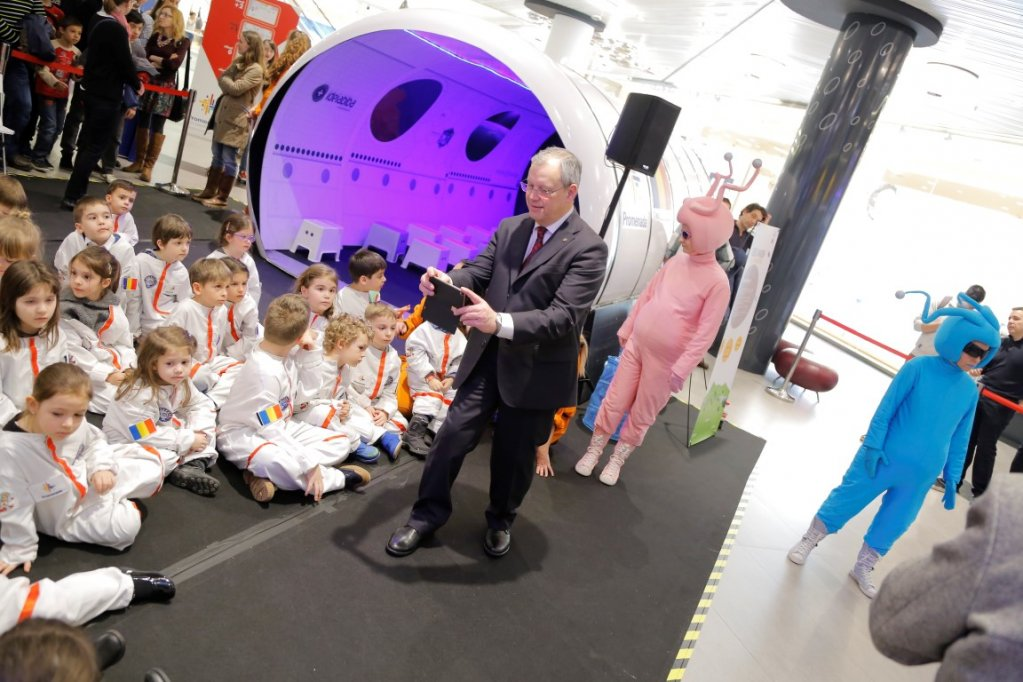 La mall Promenada, Kids on the moon a strans peste 550 de copii