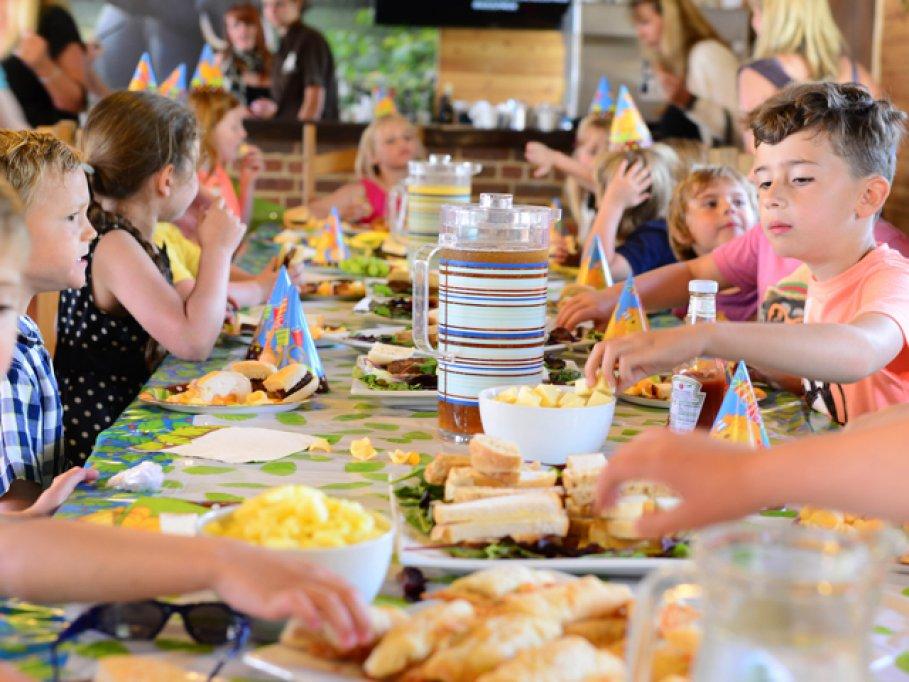 Cum să organizezi o petrecere pentru cel mic