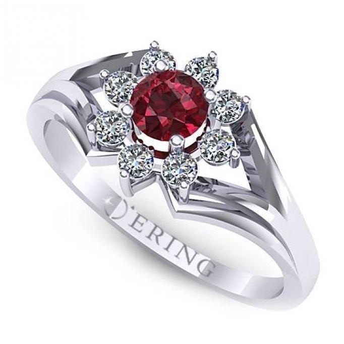 Mituri şi superstiţii despre inelul de logodnă - ce să nu faci pentru a nu strică momentul magic