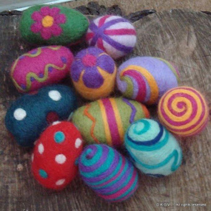 Atelierele MOMO de Pasti: Oua postavite si filtuite din lana netoarsa
