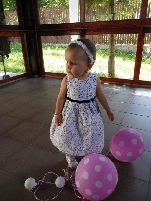 Viaţa unei fetiţe de 2 ani, cu o boală extrem de rară, poate fi salvată cu un simplu SMS