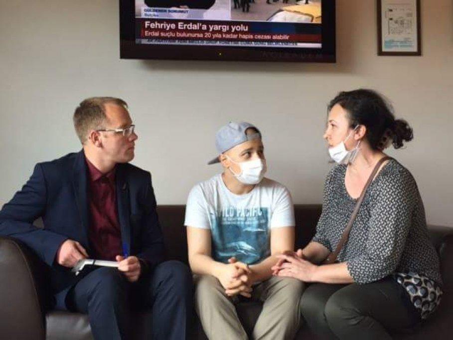 Cristian Filip, elevul-premiant diagnosticat cu o forma rara de cancer, la un pas de a invinge cumplita maladie