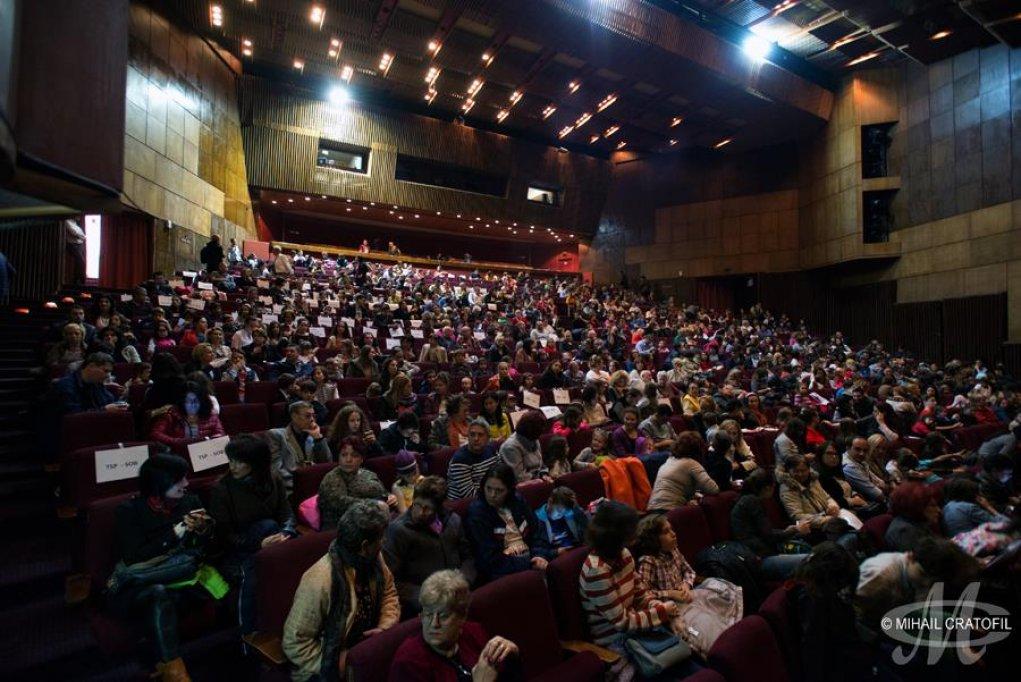3.500 de copii au aplaudat, în septembrie şi octombrie, cele 8 spectacole oferite de Teatrul Stela Popescu