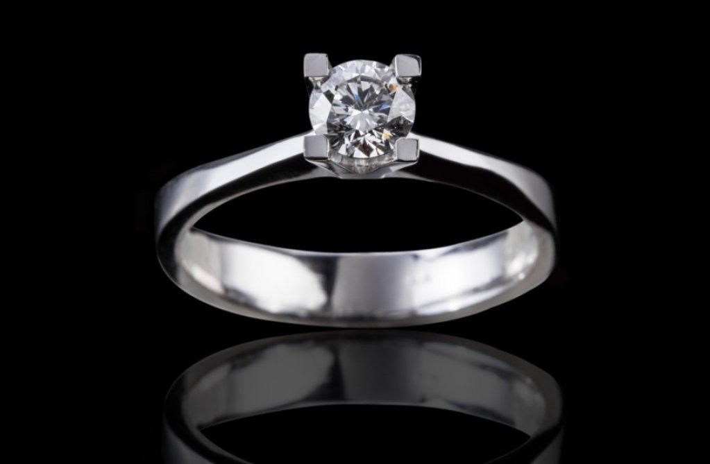 Insemnele magice ale iubirii: inele de logodna si verighete