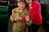 6500 de vârstnici au primit o floare și un gând bun de Ziua Internațională a Persoanelor Vârstnice